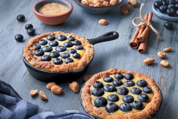 Délicieuses tartelettes aux bleuets avec crème à la vanille