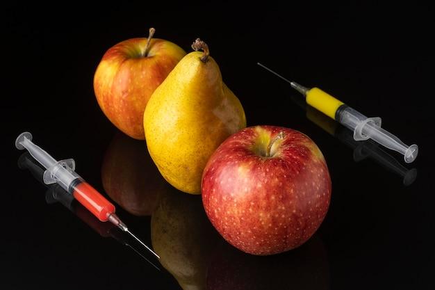 Délicieux aliments modifiés aux ogm aux poires et aux pommes