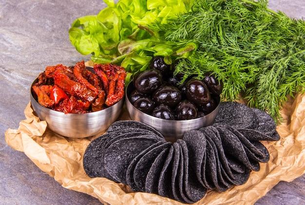 Délicieux apéritif aux olives et tomates séchées au soleil