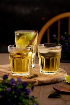Délicieux arrangement de boissons