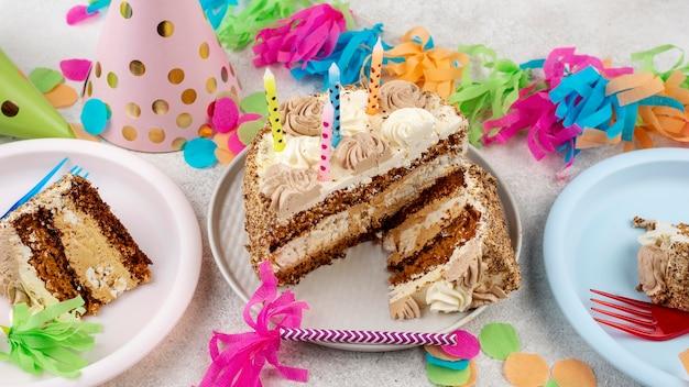 Délicieux arrangement de gâteau de fête