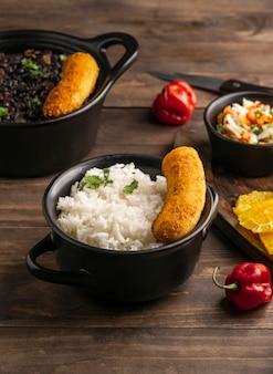Délicieux arrangement de nourriture brésilienne