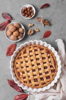 Délicieux arrangement de tarte et de noix