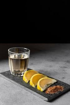 Délicieux assortiment de boissons mezcal