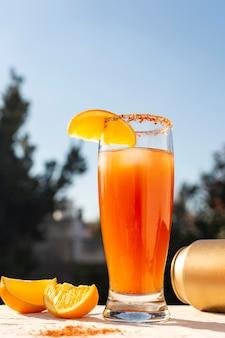Délicieux assortiment de boissons michelada