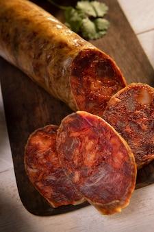 Délicieux assortiment de chorizo traditionnel
