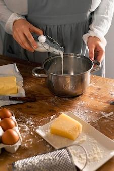Délicieux assortiment de fabrication de pain au fromage