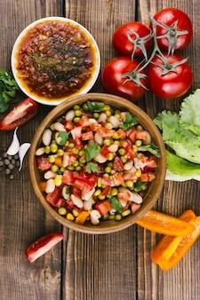 Délicieux assortiment mexicain d'épices et de légumes