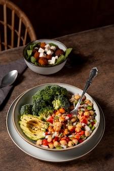 Délicieux assortiment de repas riches en protéines