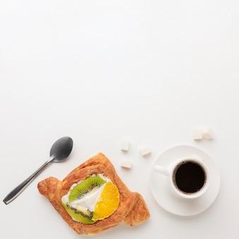 Délicieux bagel et espace de copie de café