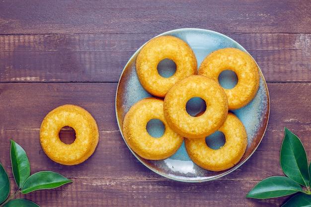 Délicieux beignets simples, vue de dessus