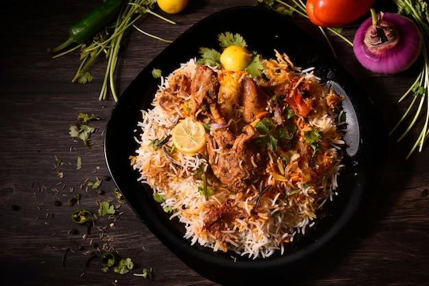 Délicieux biryani traditionnel pakistanais ou cuisine indienne