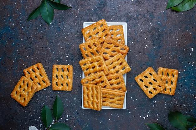 Délicieux biscuits feuilletés, vue de dessus