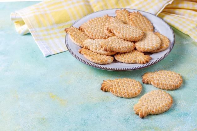 De délicieux biscuits en forme d'ananas.
