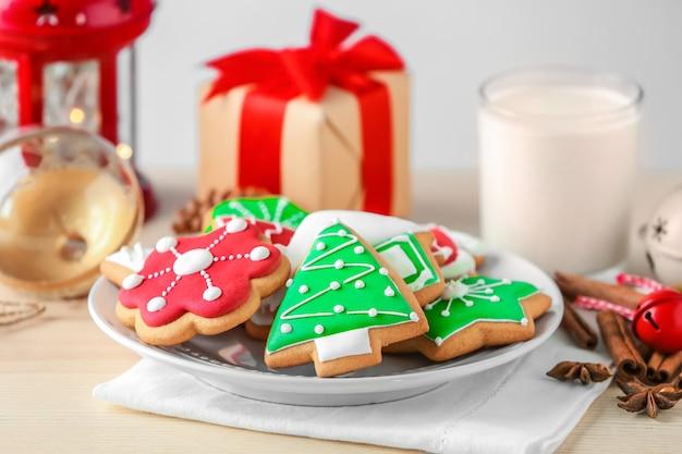 Délicieux biscuits maison de noël sur plaque