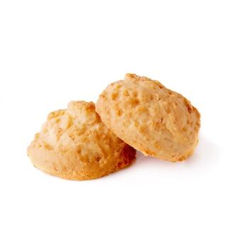 Délicieux biscuits à la noix de coco isolés sur fond blanc