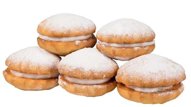 Délicieux biscuits sablés au blé isolés sur blanc.