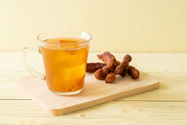 Délicieux boisson sucrée jus de tamarin et glaçon - style de boisson saine