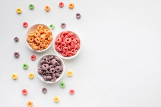 Délicieux bol de céréales avec espace de copie