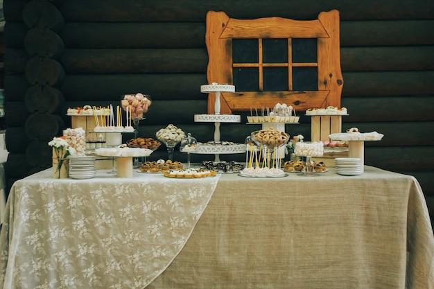 Délicieux buffet sucré avec cupcakes