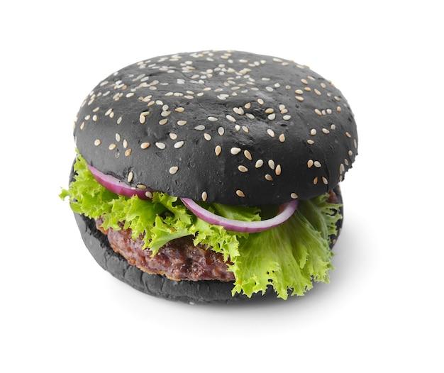 Délicieux burger avec pain noir sur blanc