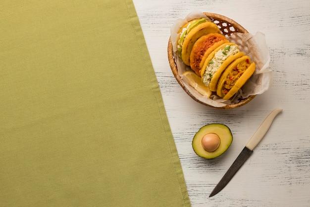 Délicieux cadre de nourriture avec copie-espace