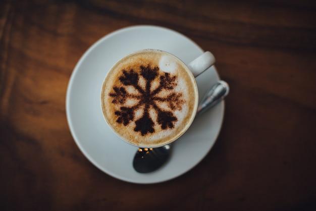 Délicieux café en mousse brun boisson