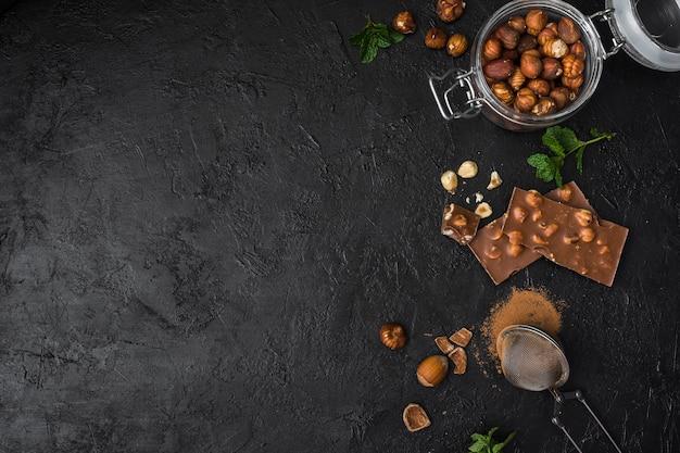 Délicieux chocolat aux noisettes avec espace copie