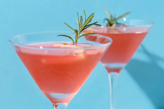 Délicieux cocktail de pamplemousse prêt à être servi