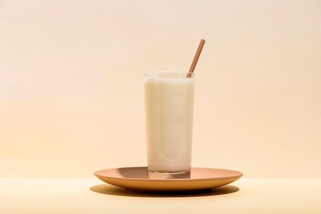 Délicieux concept de yaourt sur assiette