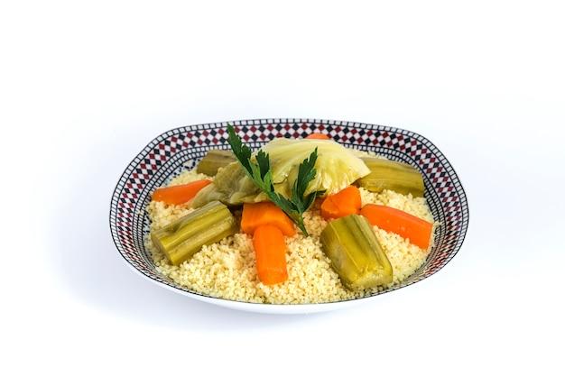 Délicieux couscous fait maison.isolated
