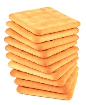 Délicieux crackers isolés sur blanc