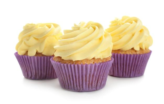 Délicieux cupcakes au citron sur blanc