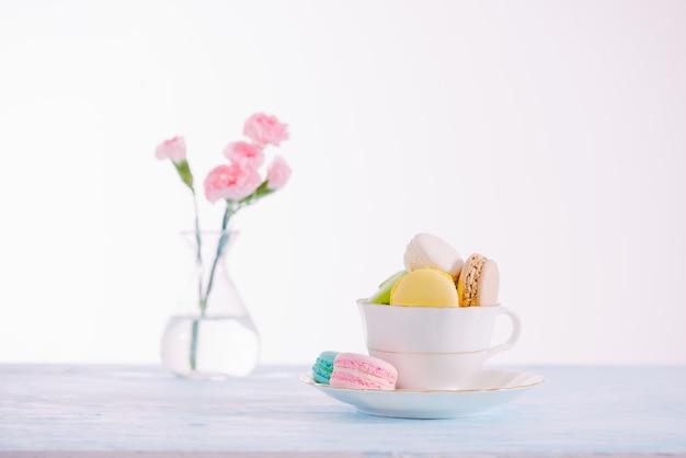Délicieux dessert français. macaron ou macaron de gâteau pastel coloré