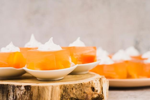 Délicieux dessert sur plaque