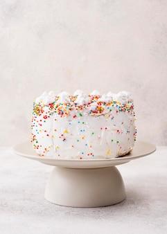Délicieux gâteau d'anniversaire avec des paillettes