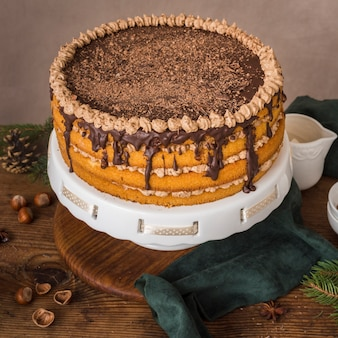 Délicieux gâteau au chocolat avec glaçage