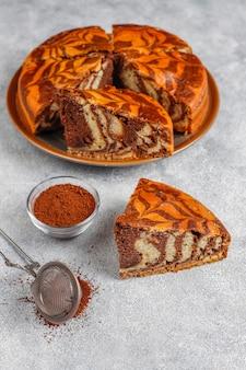 Délicieux gâteau au marbre zèbre fait maison.