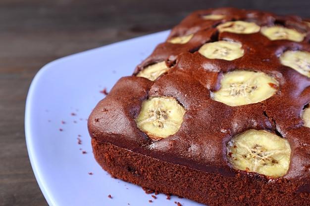 Délicieux gâteau aux bananes et au chocolat complet fait maison
