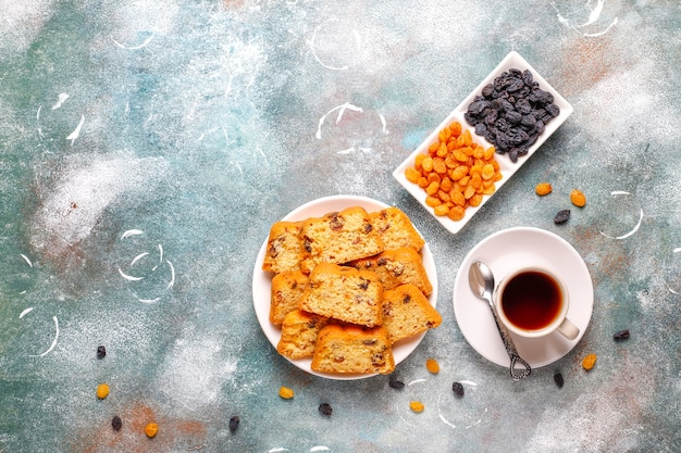 Délicieux gâteau aux raisins secs aux raisins secs.