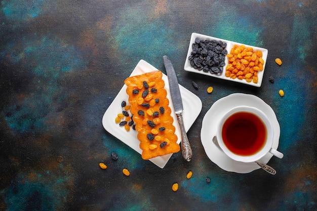 Délicieux gâteau aux raisins secs.