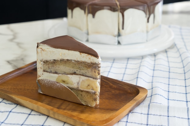 Délicieux gâteau à la banane avec une décoration au chocolat