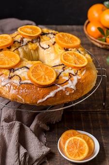Délicieux gâteau du jour de l'épiphanie aux oranges