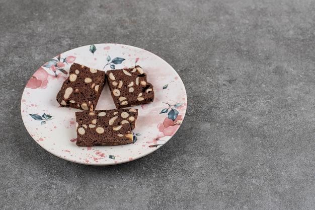 Délicieux gâteau maison aux cacahuètes