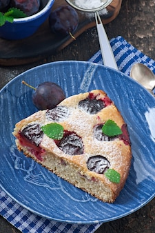 Délicieux gâteau maison aux prunes