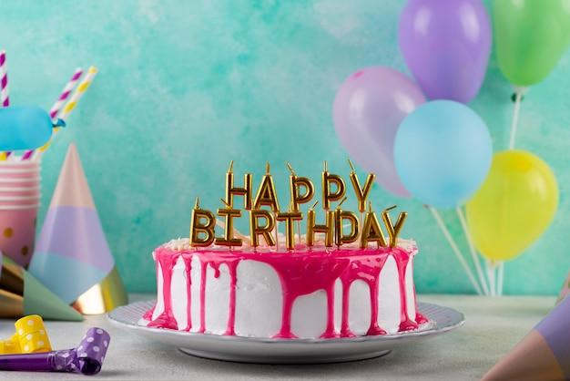 Délicieux gâteaux et ornements de fête