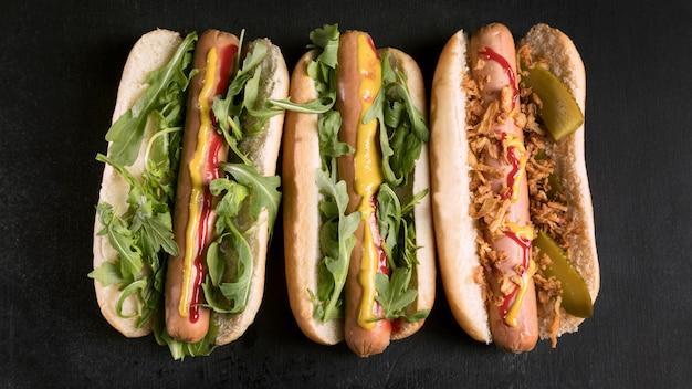 Délicieux hot-dog de restauration rapide à plat