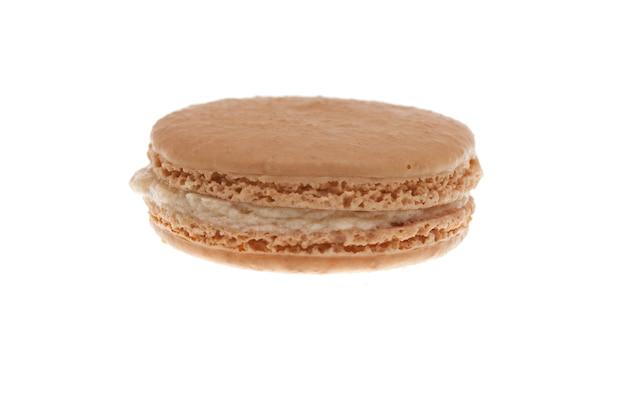 Délicieux macaron blanc isolé sur fond blanc.délicieux dessert