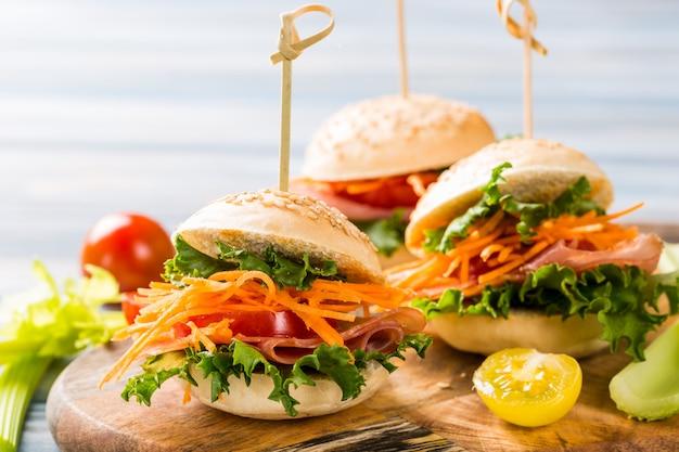 Délicieux mini-hamburgers