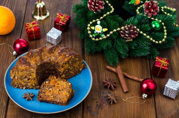 Délicieux morceau de gâteau aux épices de noël.